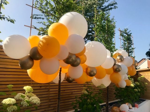 Another gorgeous garland, air-filled displays are perfect for your summer garden parties!