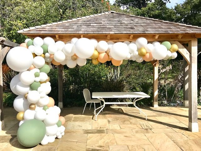 We could not have been more thrilled to be involved in this wedding at Pembroke Lodge. This giant 7 metre organic made a great photo backdrop!